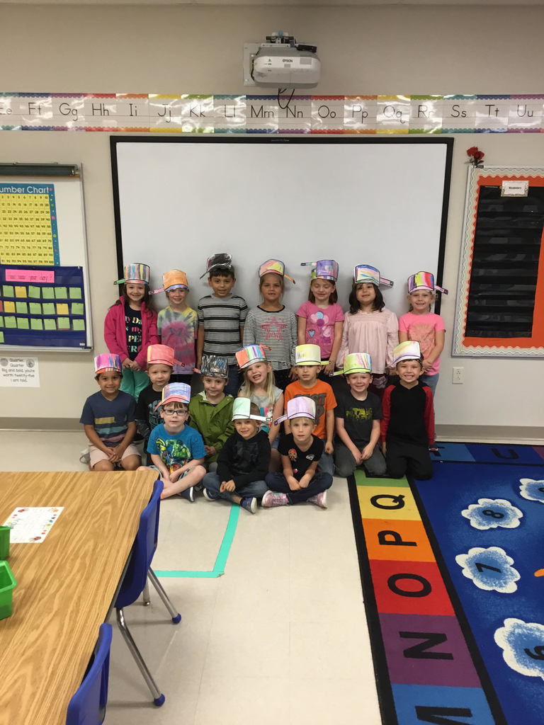 Class wearing their Johnny Appleseed hats